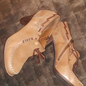 Leather and suede womans shoes. Nwot